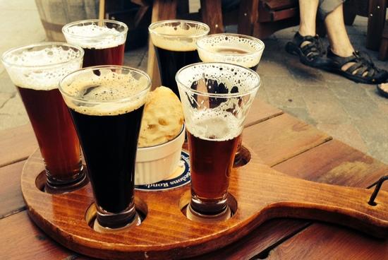 Темное пиво: польза и вред для мужчин и женщин