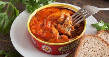 Килька в томатном соусе: вред и польза