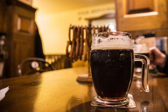 Темное пиво: польза и вред для мужчин