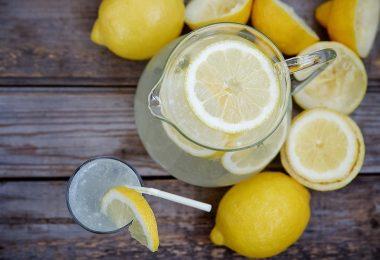 Горячая лимонная вода: польза и вред