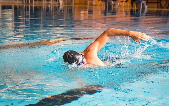 Плавание в бассейне: польза и вред (для детей)