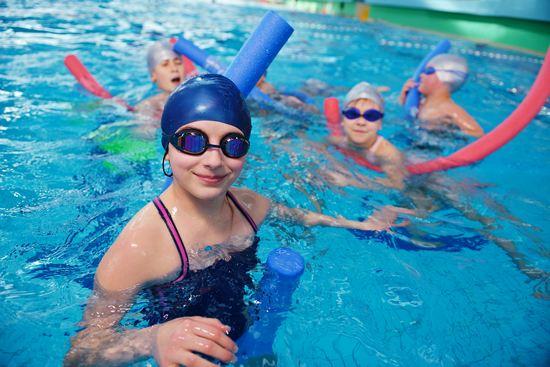 Польза и вред бассейна для детей и их родителей