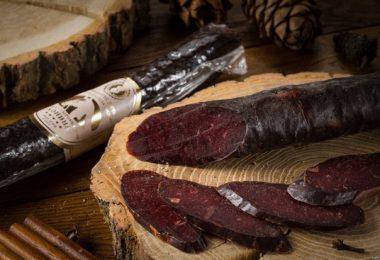 Конская колбаса: польза и вред, калорийность