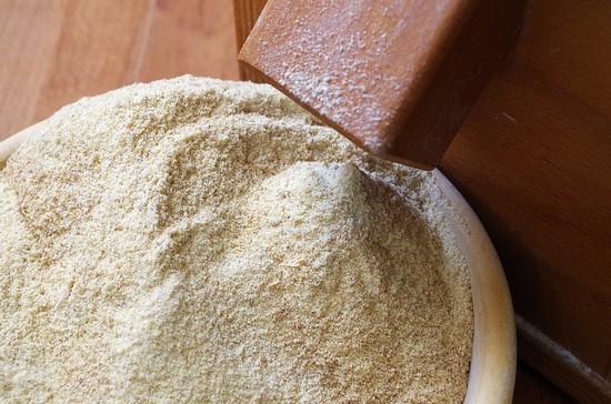 Мука из семян кунжута: польза и вред