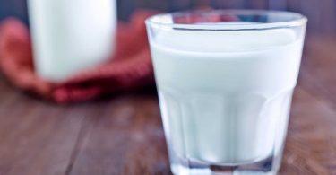 Молоко с содой: польза и вред