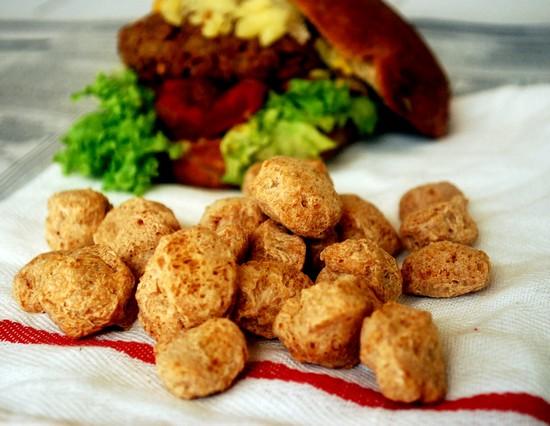 Соевое мясо: польза и вред (для мужчин, женщин)