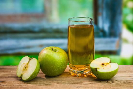 Натуральный яблочный сок: полезные свойства